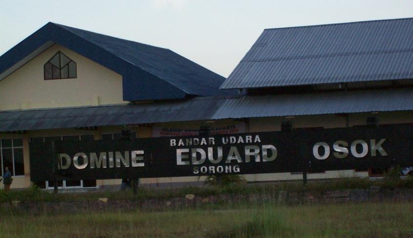 bandar udara Domine Eduard Osok - static.panoramio.com
