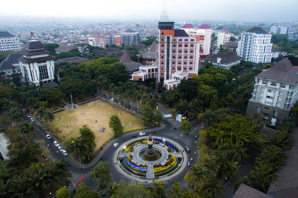 Universitas Brawijaya Aerial Menjelang Gelap