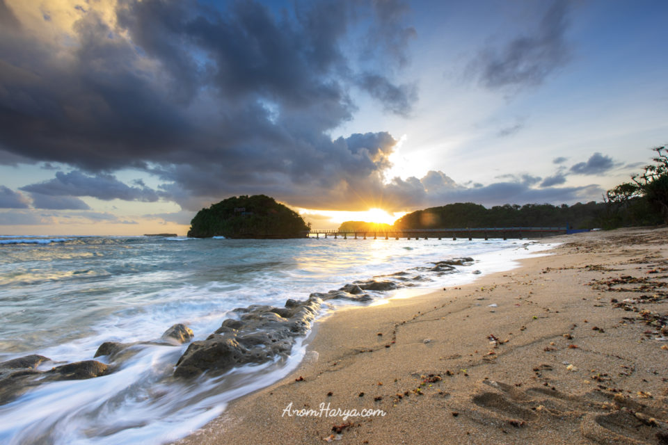 Sunset di Pantai Sumur Pitu