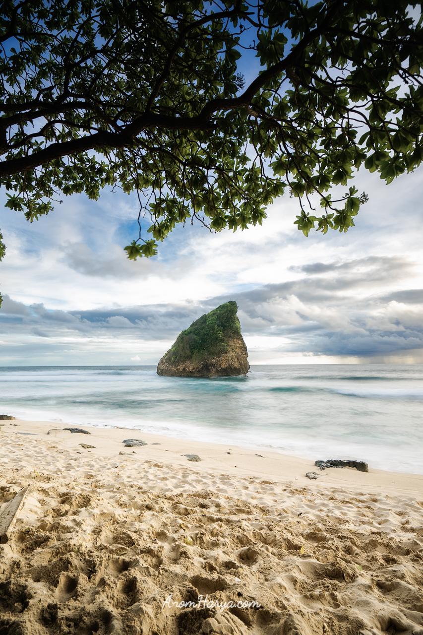 Pantai Ngudel in Frame