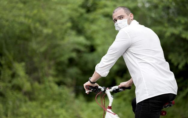 Gowes dengan masker